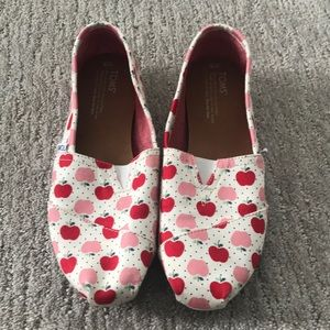 Toms With Apple Print
